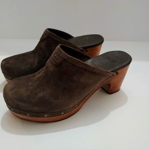 Ugg brown Abbie  suede clogs size 5